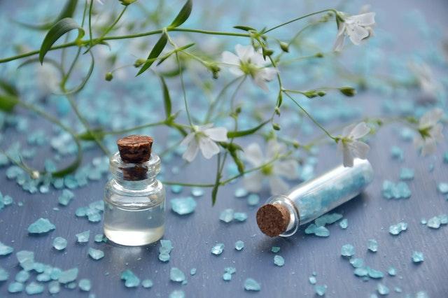 Странни съставки, които можете да откриете в парфюма си