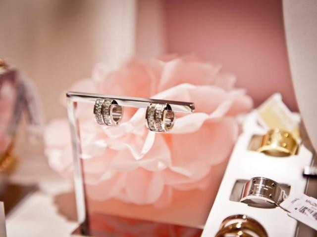 Сребърни бижута с камъни - достойна алтернатива на златото -Мода