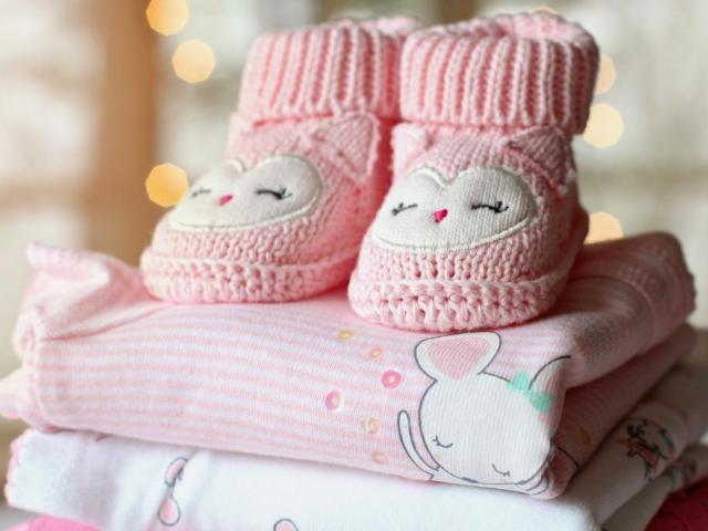 Вижте как да избирате дрехи за вашето бебе момиче -Мода